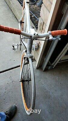 White with light and darker grey striped capo Cannondale track Frame/Fork 54ctt